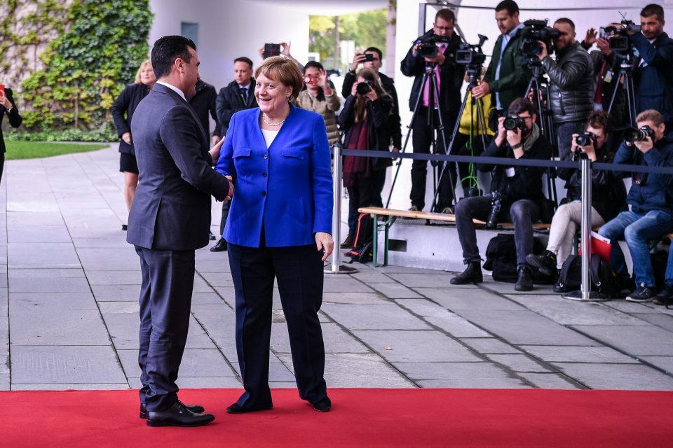 """Заев ќе ја моли фрау Меркел да изусти едно """"ЈА"""""""