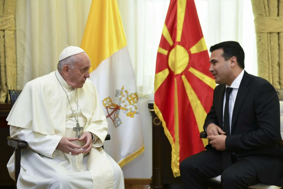 Заев: Треба да учиме од пораките на папата, да си подадеме рака и да создаваме пријателства