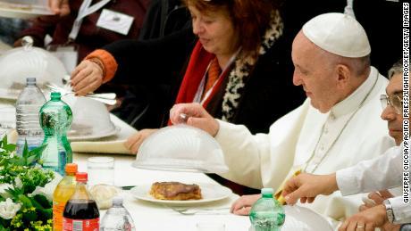 Задоволство и предизвик ни беше да готвиме за папата Франциск, вели Мирко Голомеиќ
