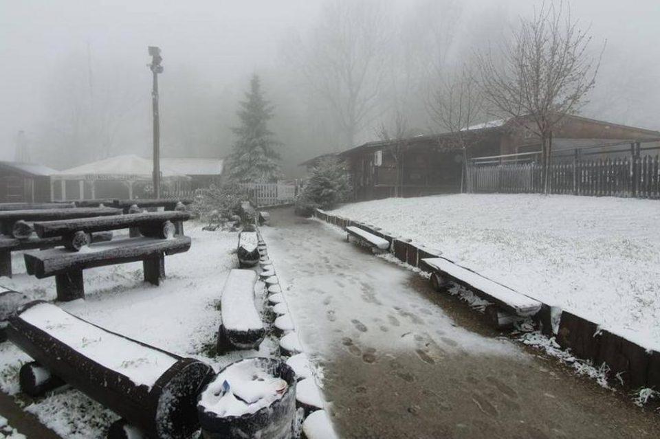 Во Словенија паѓа снег