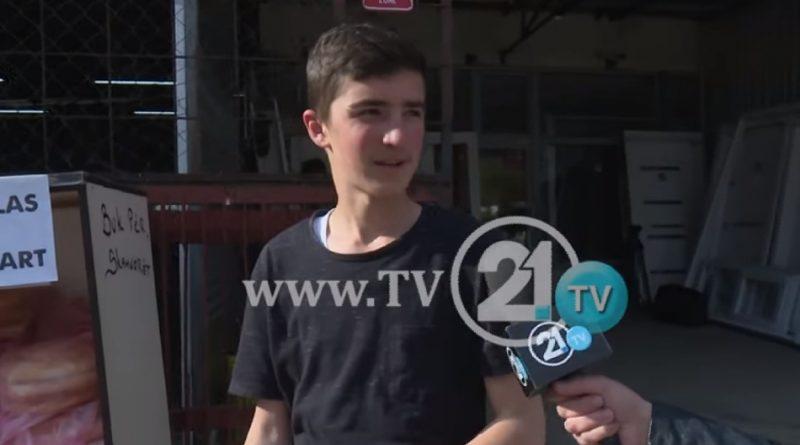 16-годишниот Фисник Сулејмани е момчето кое доброволно го пакува лебот за сиромашните