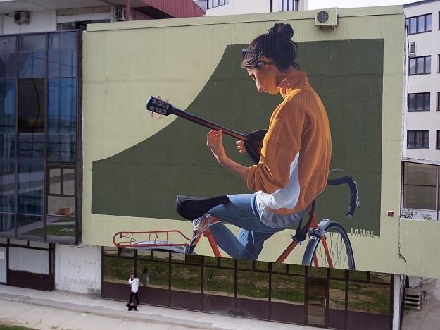 """""""Тамбурица"""" е насловот на новиот мурал што деновиве беше насликан во Скопје"""