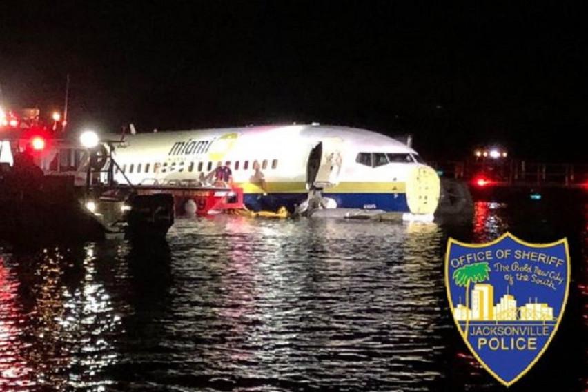 Нова несреќа со Боинг 737: Пилотот пробал принудно да слета, авионот паднал во река