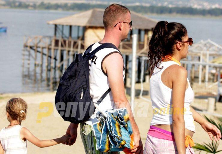 Евростат: 61,2 отсто од Македонците не можат да си дозволат одмор