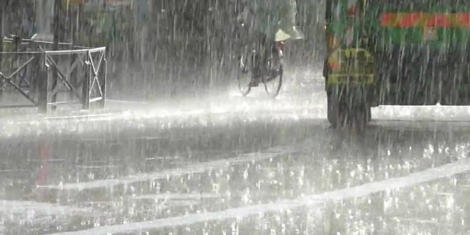 """""""Андреа"""" се приближува: Пороен дожд и силен ветер во повеќе делови од земјата"""
