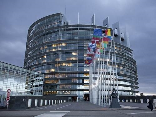 Kолкава плата земаат европските пратеници