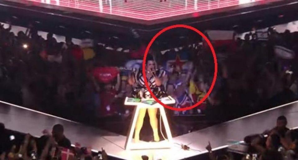 Никој не забележа еден детаљ на Евровизија кој има јасна цел- тоа што се појави на сцената е порака до целиот Балкан и Македонија