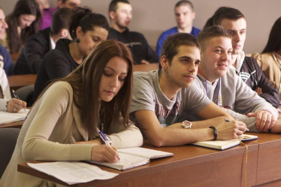 Студентите без здравствено осигурување преку летото