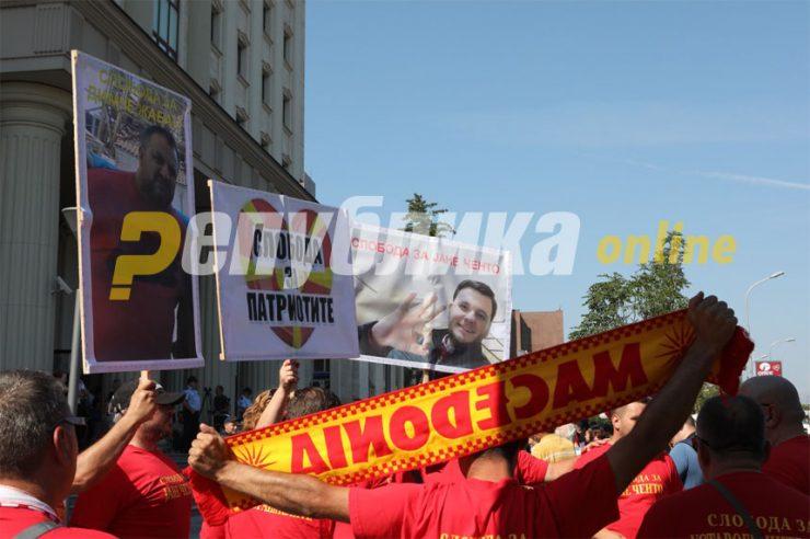 Јанушев до СДСМ: Немојте да мислите дека ги заборавивме патриотите кои лежат по затворите, ниту криминалците кои ги пуштивте на слобода