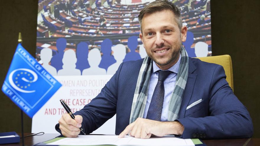 Генералниот секретар на МНР и дипломат Емил Кирјас отворено кажа дека е геј
