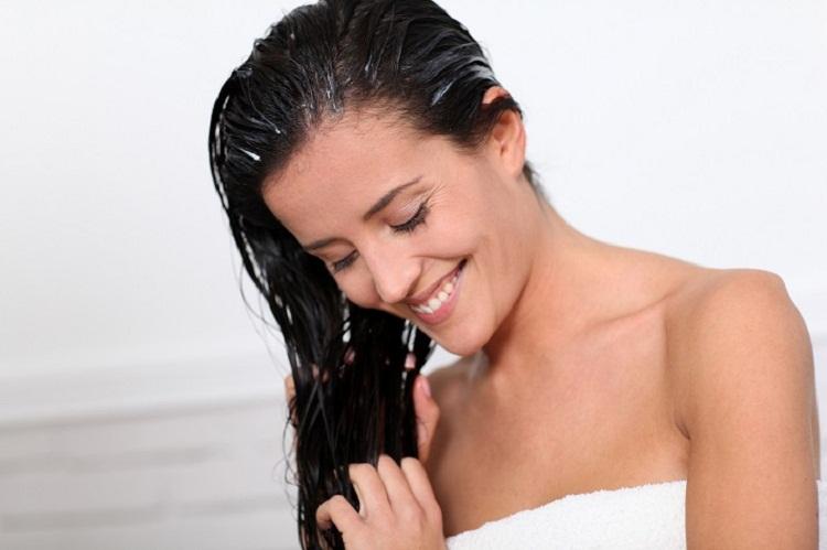 По овој рецепт, косата ќе ви расте како луда: Исчистете ги затнатите пори на скалпот