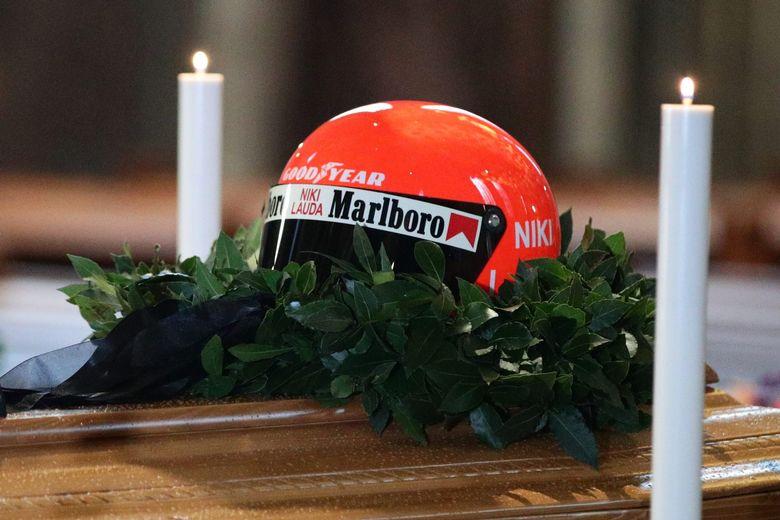 Ники Лауда ќе биде погребан во комбинезон на Ферари