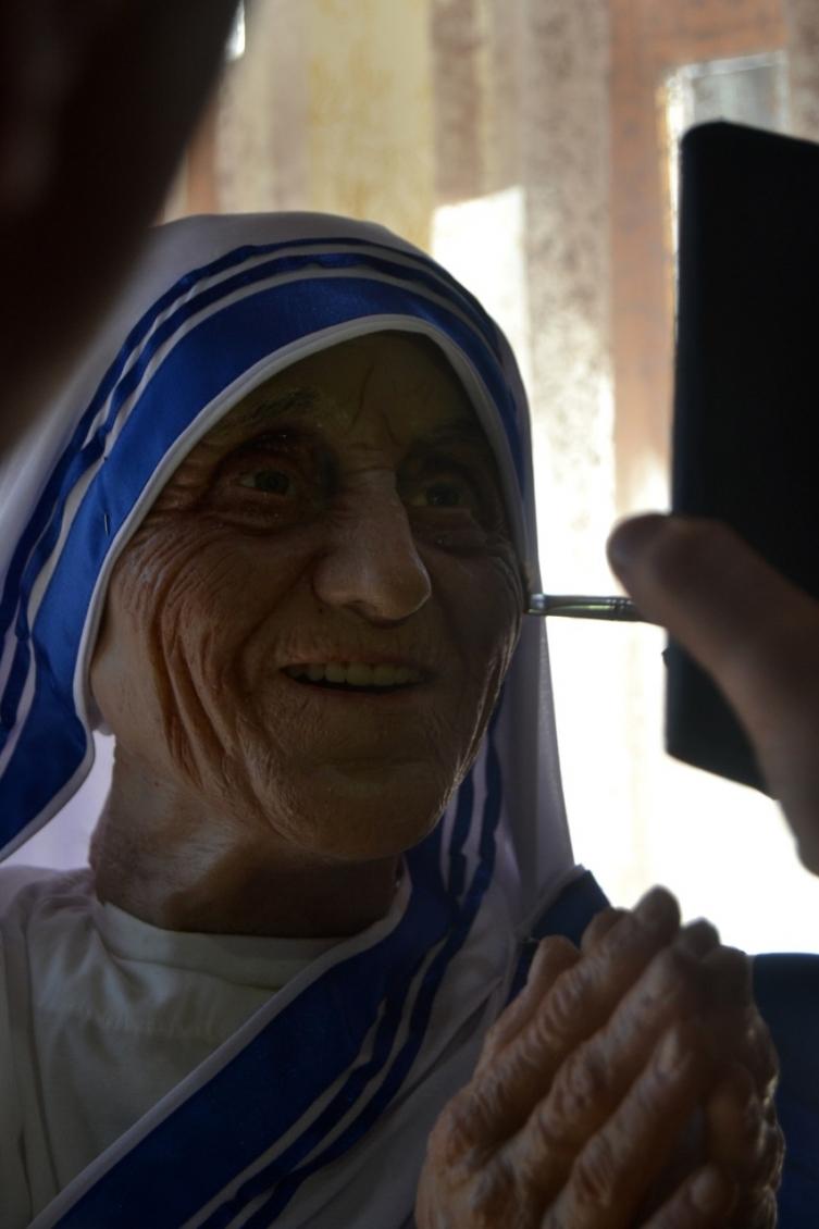 Жарко Башески изработи скулптура на Мајка Тереза во реалистичен манир