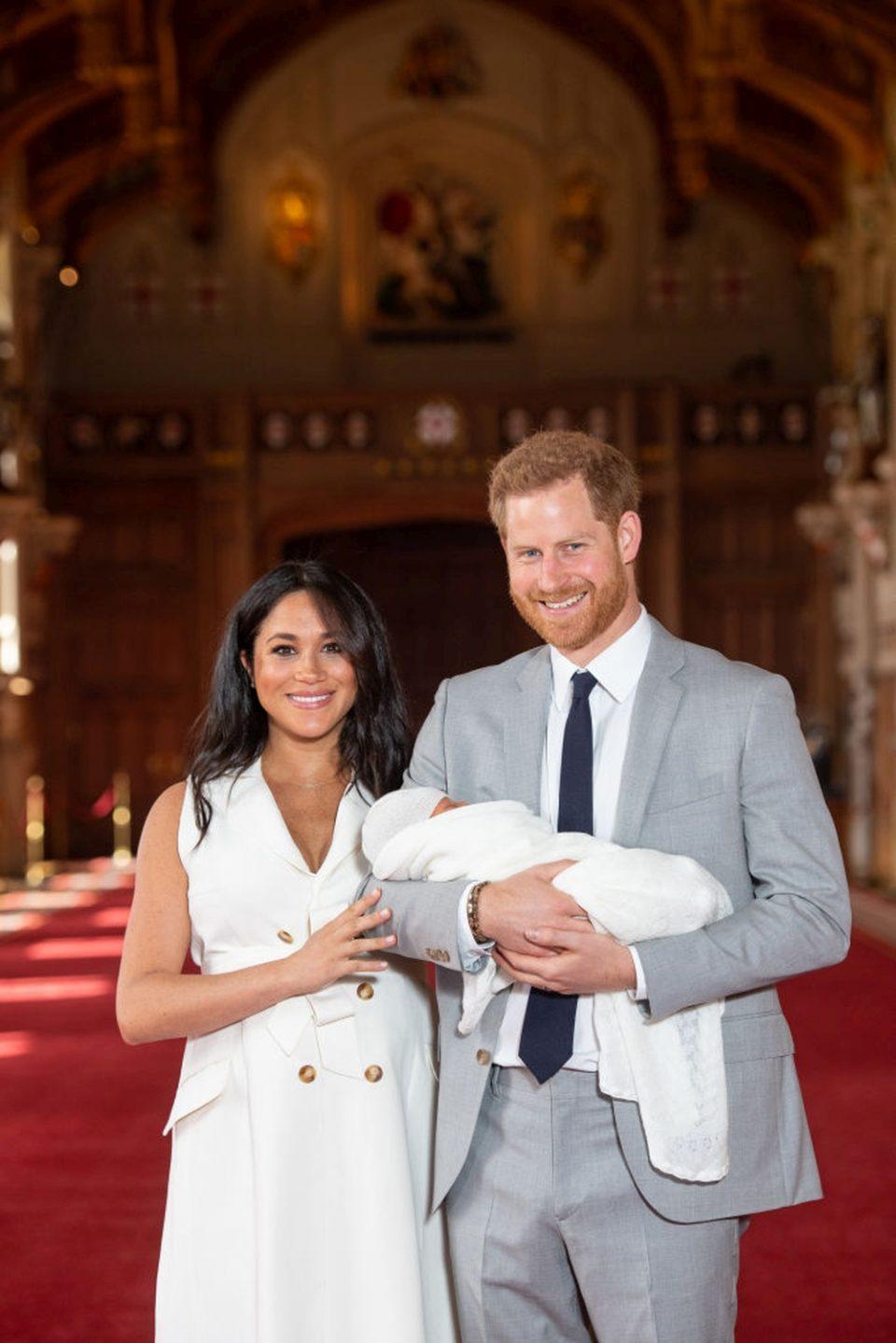 Меган сама со новороденчето, принцот Хари побегнал во Рим!