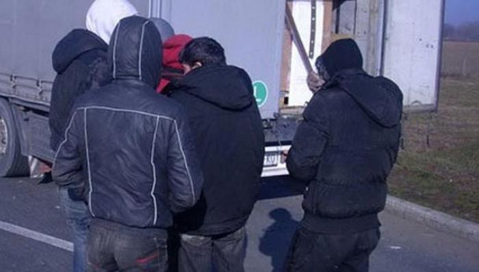 """13 мигранти напикани во """"астра"""" фатени кај Штип"""