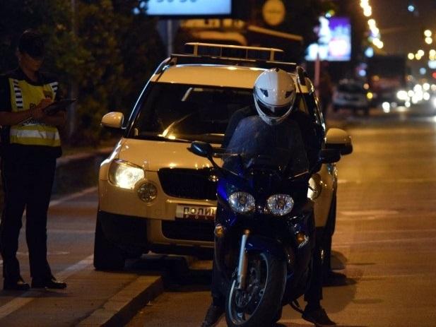 """Млад моторџија со """"кавасаки"""" прегази двајца пешаци"""