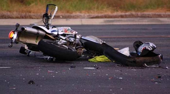 """Се судрија """"БМВ"""" и мотоцикл, едно лице со тешки повреди"""