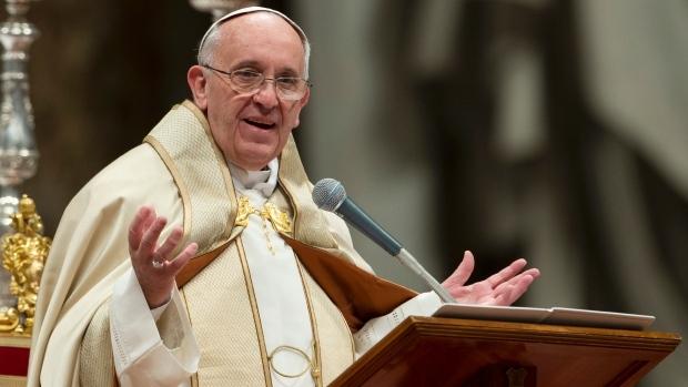 """Папата Франциско ги """"избриша"""" Кирил и Методиј од Македонија и ги запиша во Бугарија"""