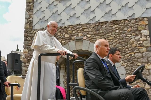 """""""Твитер"""" за Папата"""