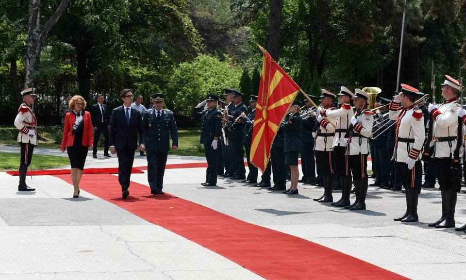 Пендаровски во прва посета на МО и Генералштабот