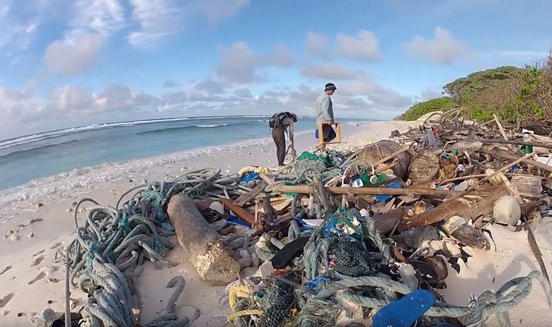 Еколошка катастрофа, уништени плажи од разгледниците