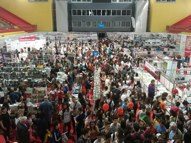 Над 48.000 посетители на Саемот на книга