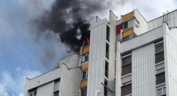 Пожарот во кулата во Карпош 4 изгаснат, едно лице пренесено во болница