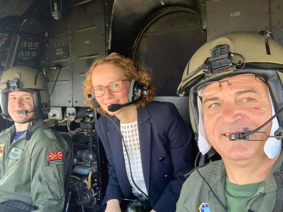 Шекеринска со хеликоптер на пратенички прашања