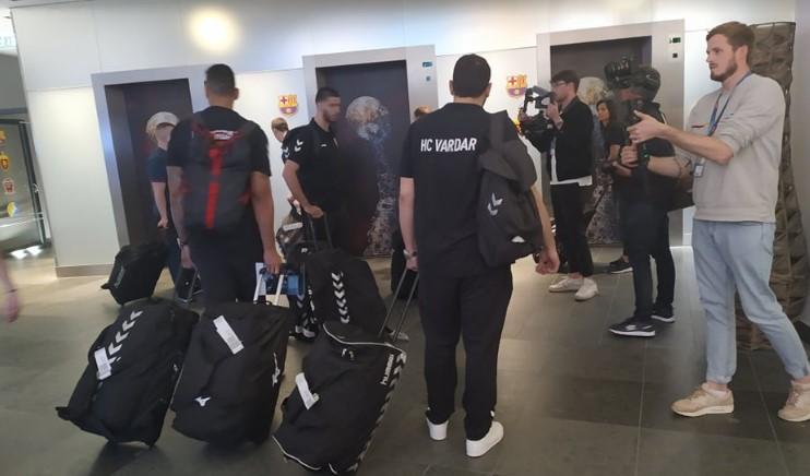 Фоторепортери ги пречекаа Вардарци во Келн