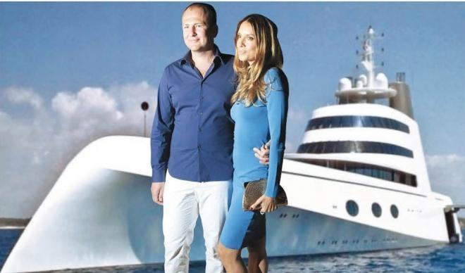 Руски милијардер ја изненадил сопругата со подарок подморница