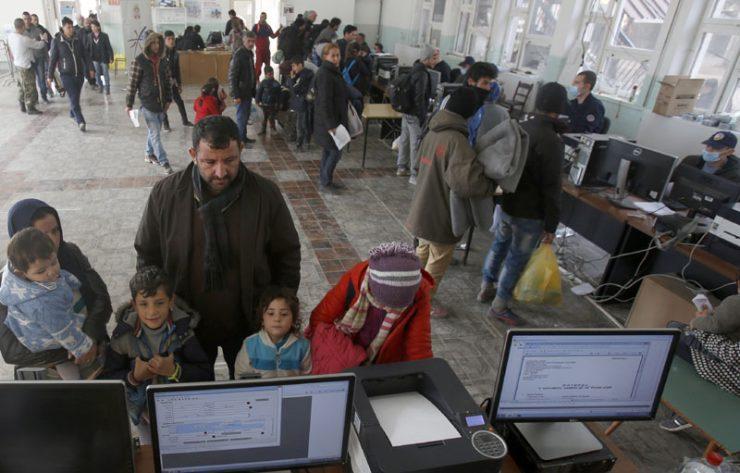 Корисниците на социјална и детска заштита клиенти на Еуростандард банка можат да ги подигнат средствата од други банки