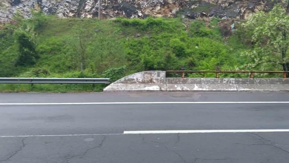 Уништена спомен плочата за загинатите кај Карпалак