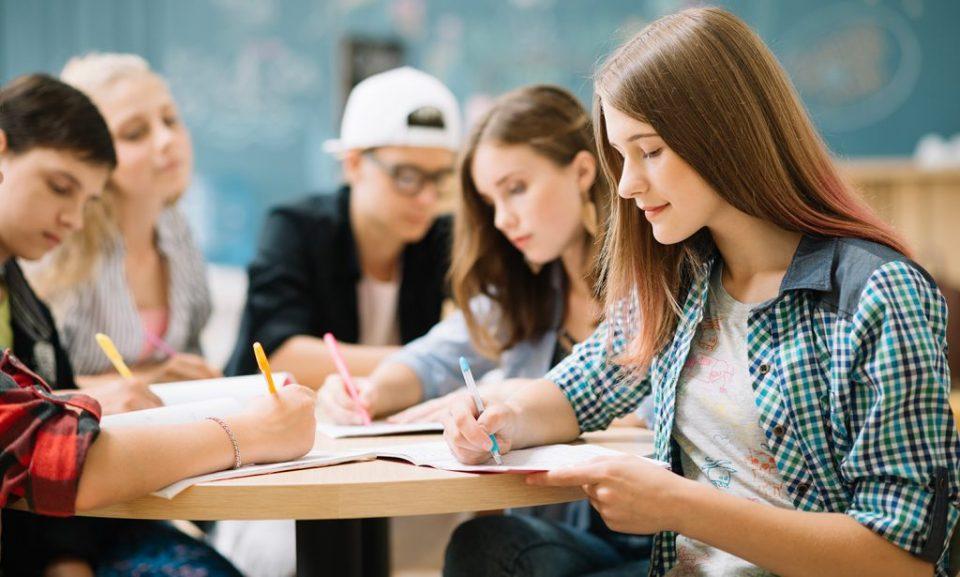 Професори во Тетово барале сексуални услуги од студентки