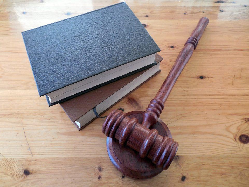 Косовец осомничен за криумчарење мигранти позитивен на Ковид-19, го облекле во скафандер па го осудиле