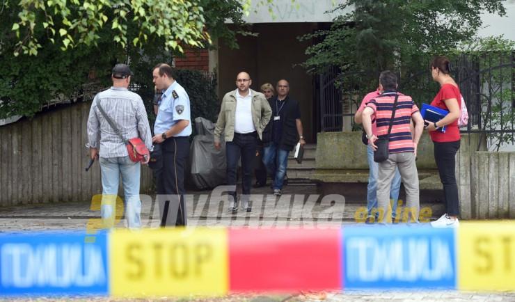 Старец со пушка бркал деца од пред зграда, повреден малолетник