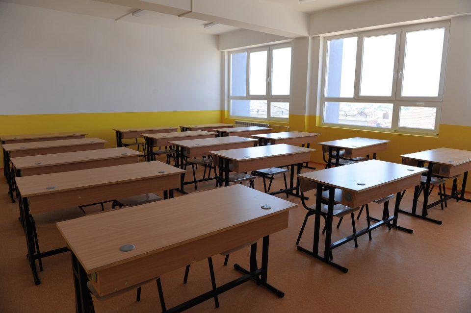 Утре неработен ден за основните и средните училишта, но ќе се одработува