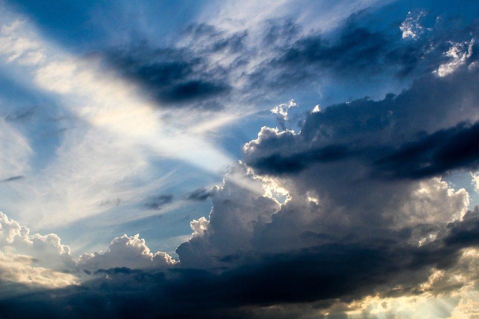 Утре облачно време со локален дожд, температурата до 29 степени