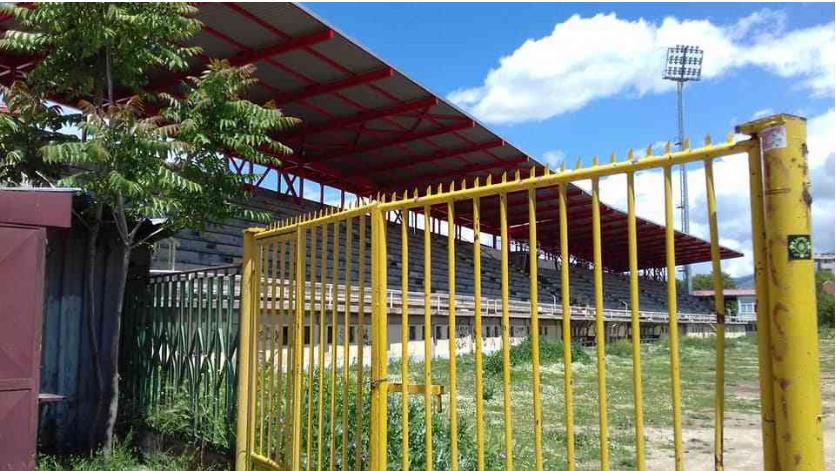Стадионот во Прилеп спремен за новото продолжение на Џурасик парк!