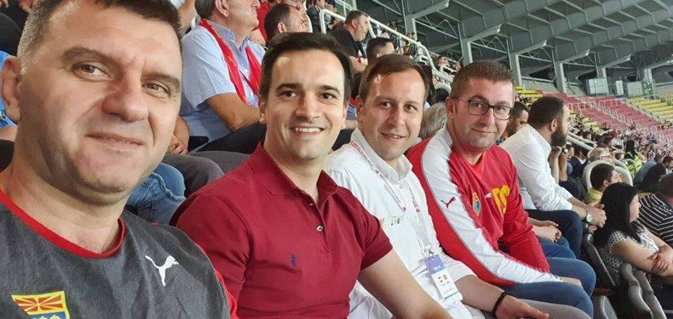 Мицкоски ја бодри фудбалската репрезентација на Македонија