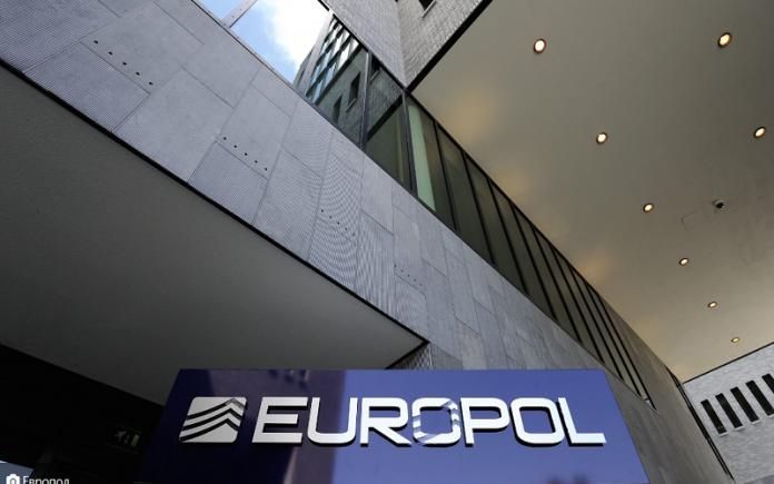 Жените ја преземаат Исламска држава: Еуропол откри се повеќе жени во терористичките напади