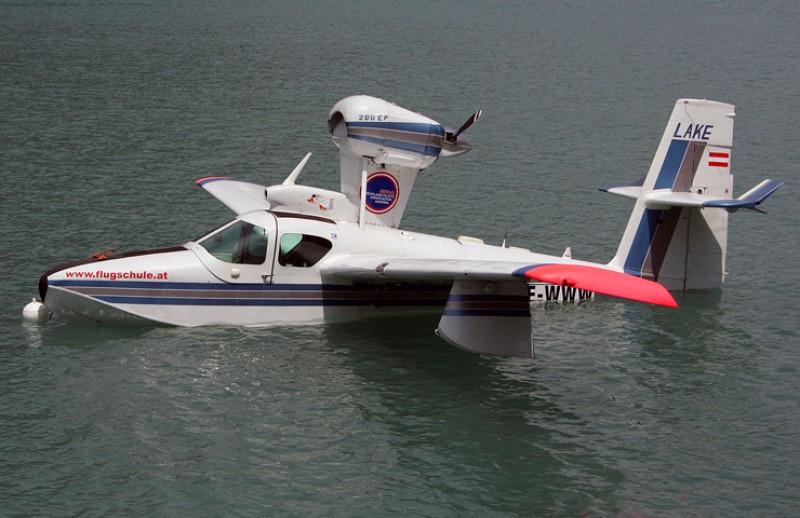Се урна спортски авион кај Хвар, туристи го спасија пилотот