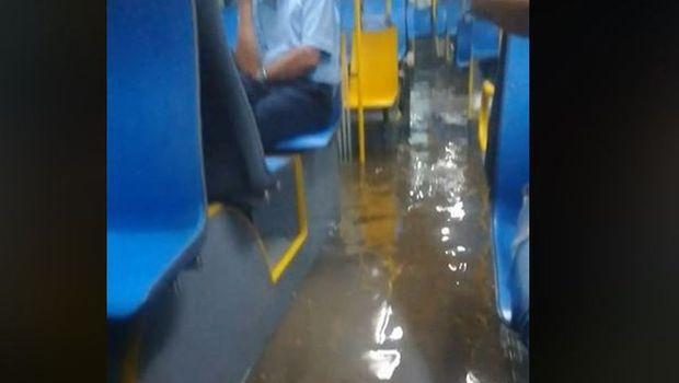Аква-автобуси синоќа возеле низ Белград, патниците не можеле да излезат