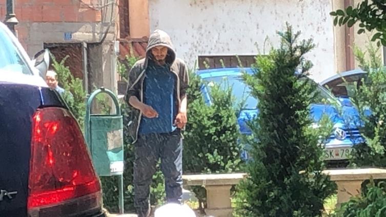 Скопјани живеат во страв, бездомник кај Соборна нападнал девојчиња