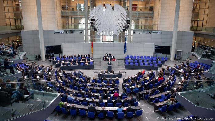 Бундестаг: Безусловен почеток на преговори со Македонија, серија услови за Албанија