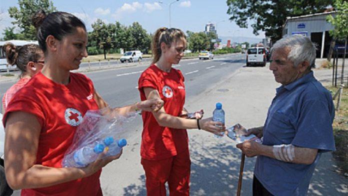 Тимови на Црвениот крст патролираат низ централното градско подрачје