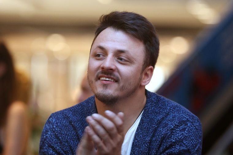 Даниел Кајмакоски уловен во Будва со пејачката Милица Павловиќ