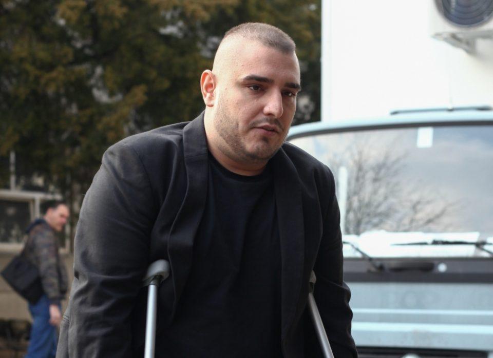 Темната страна на Дарко Лазиќ: Родителите му живеат во страв, на фолкерот животот му виси на конец, а тој тера по старо