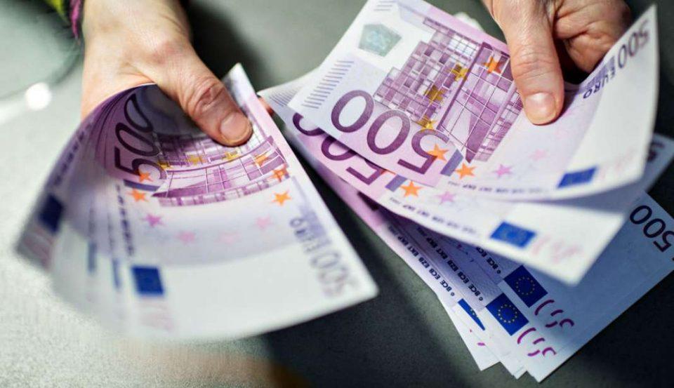 Во чорап сокрил 25.000 евра: Цариниците го фатиле
