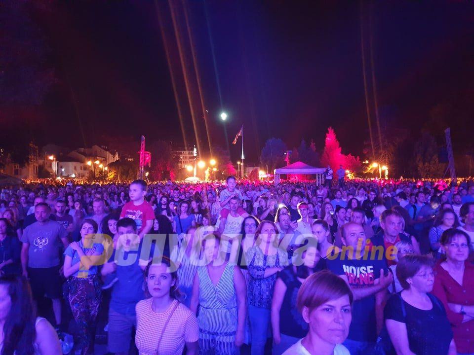 Владата ќе решава дали да се зголеми бројот на гости на прослави, за полицискиот час и забраната за концерти и забави