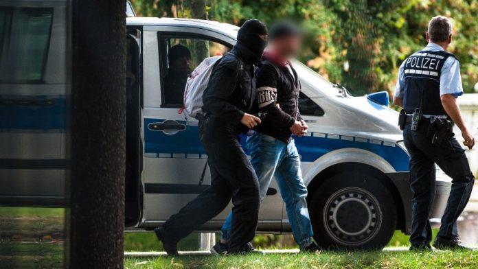 Косовар уапсен во Германија поради финансирање на ИД, вмешан и македонски државјанин